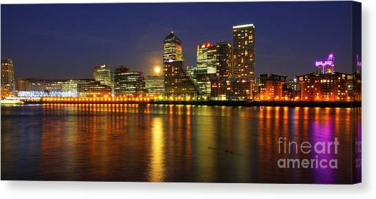 London 25 Canvas Print