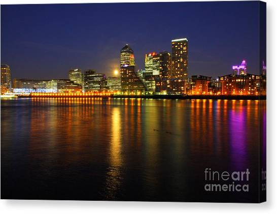 London 27 Canvas Print