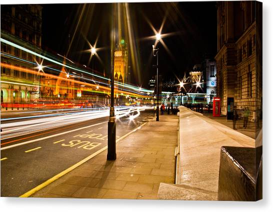 London By Night Canvas Print by Gabor Fichtacher