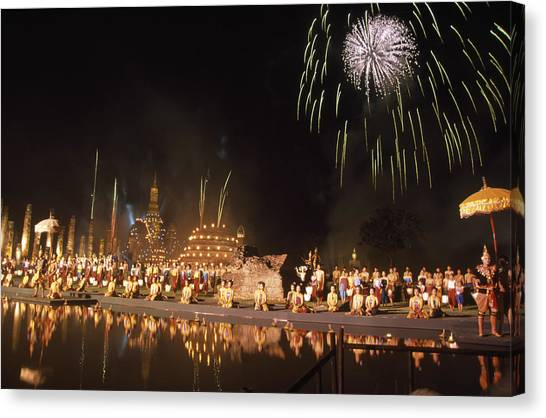 Loy Krathong Show In Thailand Canvas Print by Richard Berry