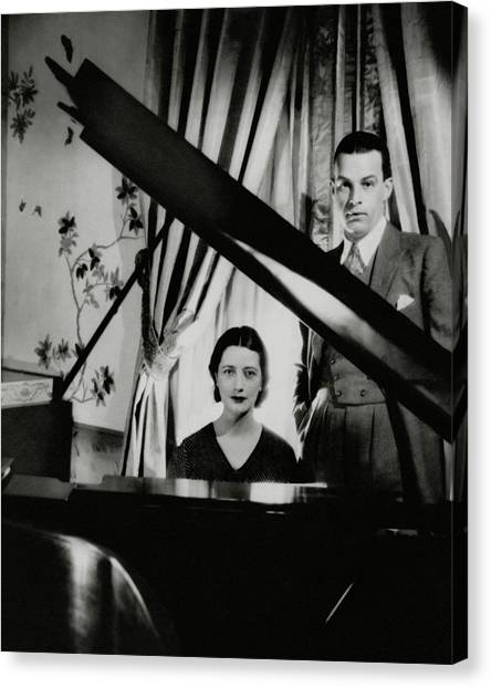 Lynn Fontanne And Alfred Lunt At A Piano Canvas Print by Cecil Beaton