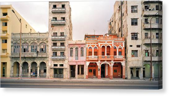Malecon In Havana Canvas Print