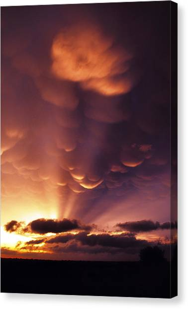 Mammatus Sunset Over Colorado Canvas Print