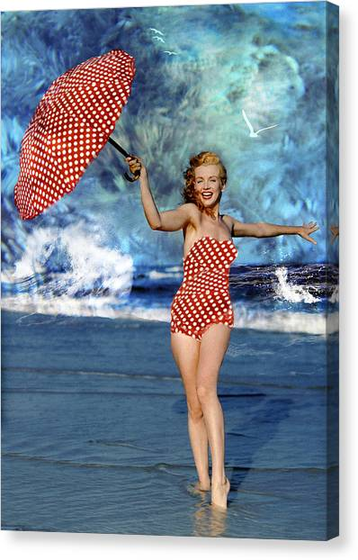 Marilyn Monroe - On The Beach Canvas Print