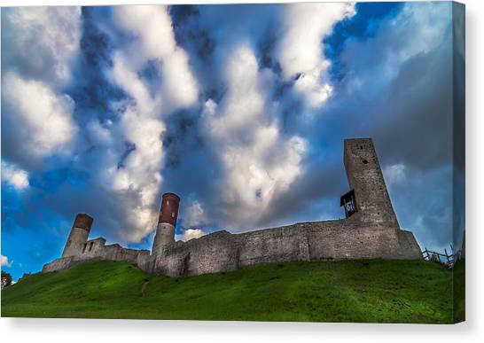 Medieval Castle In Checiny In Poland Canvas Print