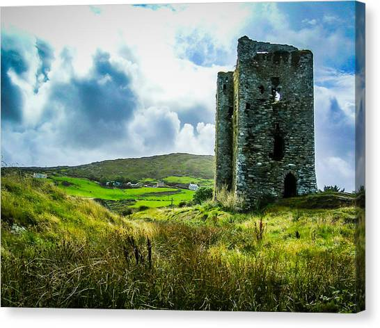 Medieval Dunmanus Castle On Ireland's Mizen Peninsula Canvas Print