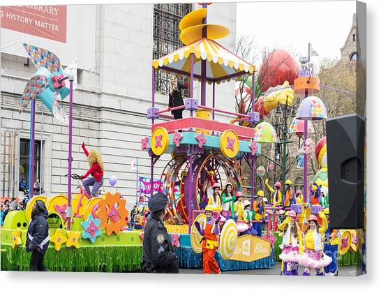 Macys Parade Canvas Print - Meghan Trainor On Goldieblox Float At Macy's Thanksgiving Day Parade by David Oppenheimer