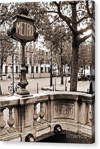 Metro Franklin Roosevelt - Paris - Vintage Sign And Streets Canvas Print