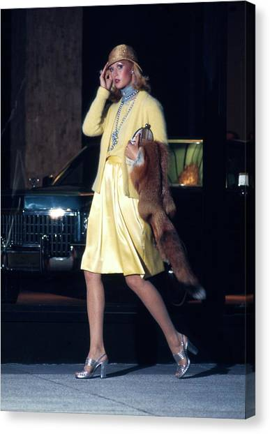 Model Wearing A Morty Sussman For Mollie Parnis Canvas Print