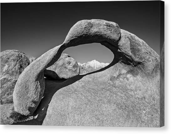 Moibus Arch At The Alabama Hills Canvas Print