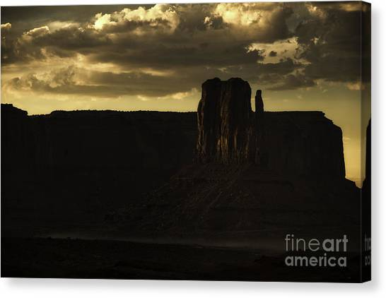 Monument Valley 3 Canvas Print by Richard Mason