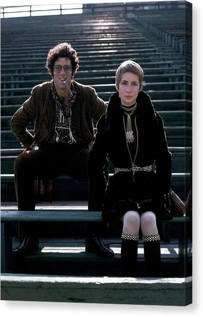 Moreen Mcgill And Elliot Gould Canvas Print by William Connors