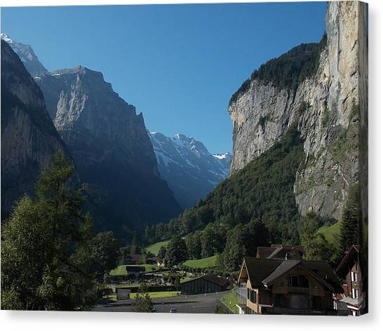 Morning In Lauterbrunnen Canvas Print