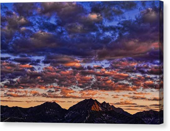 Morning In The Mountains Canvas Print
