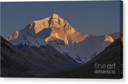 Mount Everest At Dusk Canvas Print