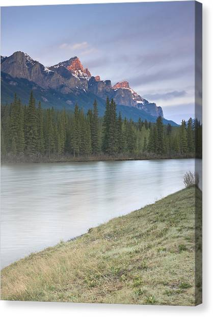 Mount Rundle And The Bow River At Sunrise Canvas Print by Richard Berry
