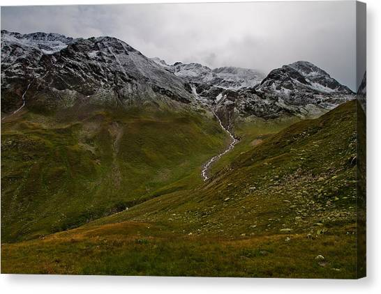 Mountainscape With Snow Canvas Print