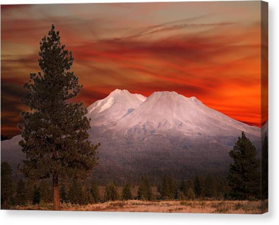 Mt Shasta Fire In The Sky Canvas Print