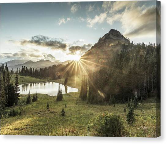 Mt.rainier In Sunset Canvas Print