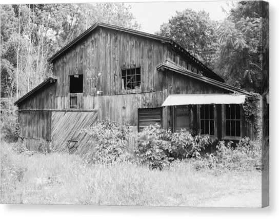 62cdc092621 Black And White Barns Canvas Print - Nc Barn by IMH Photog
