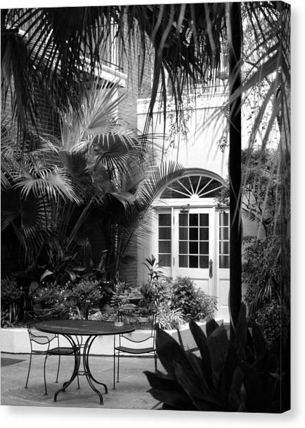 New Orleans Courtyard In Black And White Canvas Print