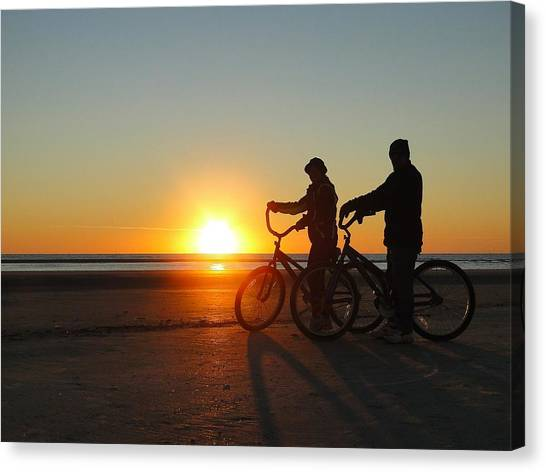 Newlyweds Pause To Embrace The Sunrise Canvas Print