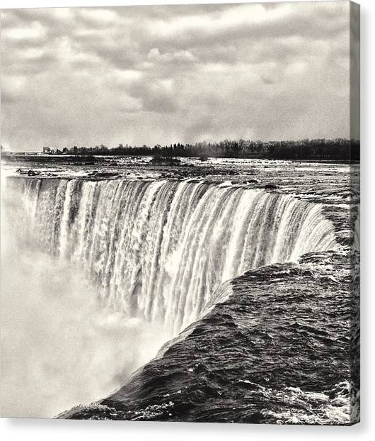 Canvas Print featuring the photograph Niagara Falls  by Garvin Hunter