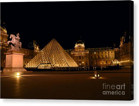 Nighttime At Musee Du Louvre Canvas Print