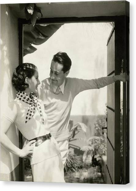 Norma Shearer And Irving Thalberg In A Garden Canvas Print