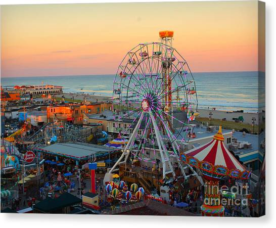 Ocean City Castaway Cove And Music Pier Canvas Print
