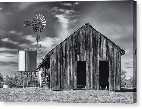 Old Barn No Wind Canvas Print