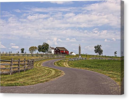 Old Farm House And Barn Gettysburg Canvas Print by Terry Shoemaker