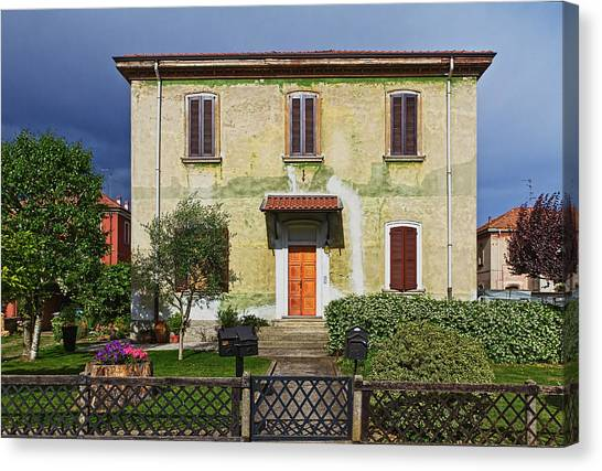 Old House In Crespi D'adda Canvas Print