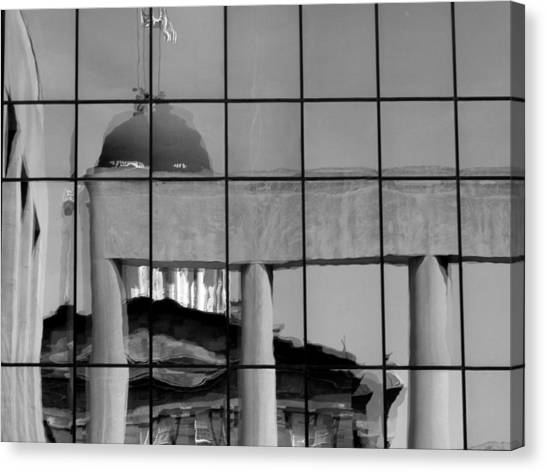 Old State Capitol Reflection Canvas Print by Sue Houston