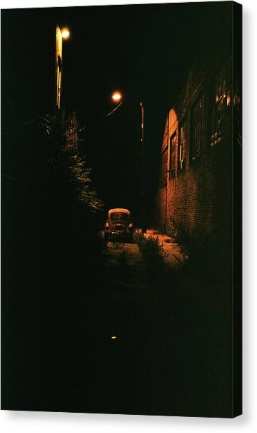 Old Vw Left All Alone   Canvas Print by Hector  Valentin