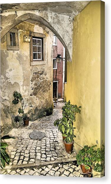 Old World Courtyard Of Europe Canvas Print