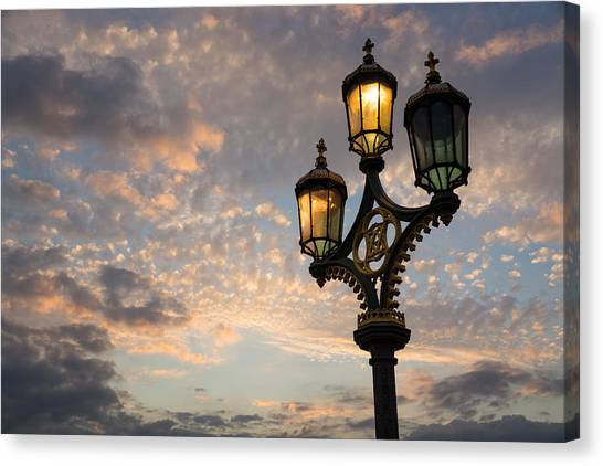 One Light Out - Westminster Bridge Streetlights - River Thames In London Uk Canvas Print