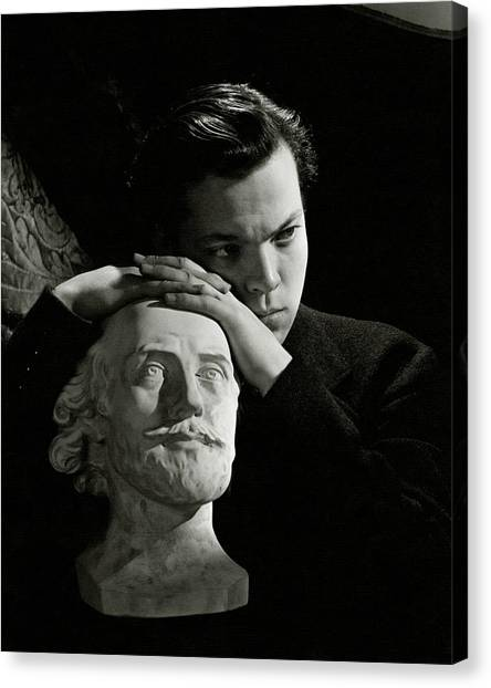 Orson Welles Resting On A Sculpture Canvas Print