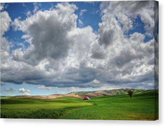 Palouse Country Barn With Storm Clouds Canvas Print