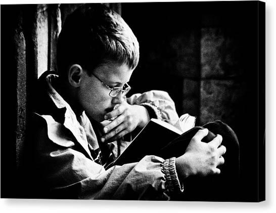 Gent Canvas Print - Passionate Reader by Susanne Stoop