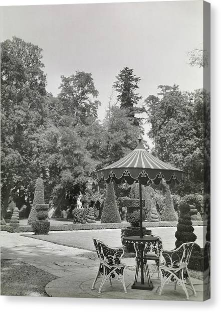 Patio In Garden At Versailles Canvas Print