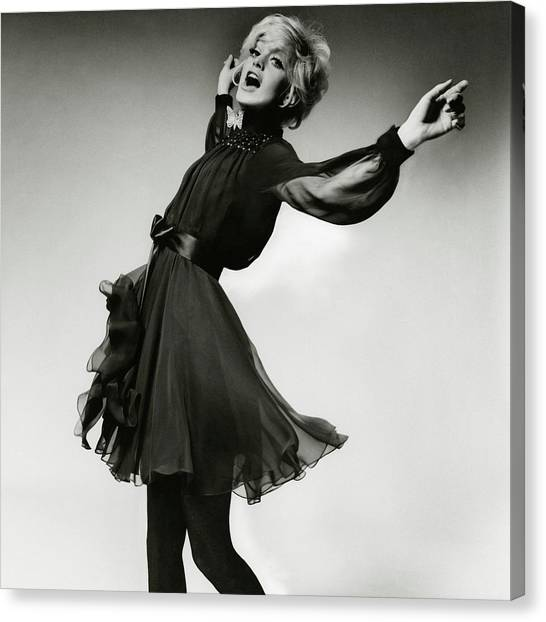 Portrait Of Goldie Hawn Canvas Print by Bert Stern