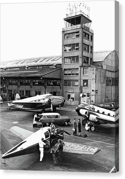 Air Traffic Control Canvas Print - Private Aircraft At Teterboro by Underwood Archives