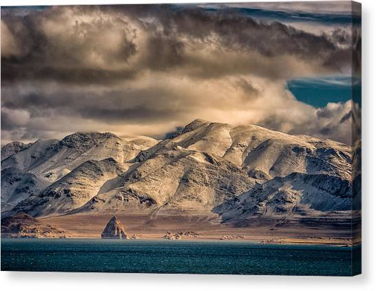 Pyramid Lake In The Morning Canvas Print