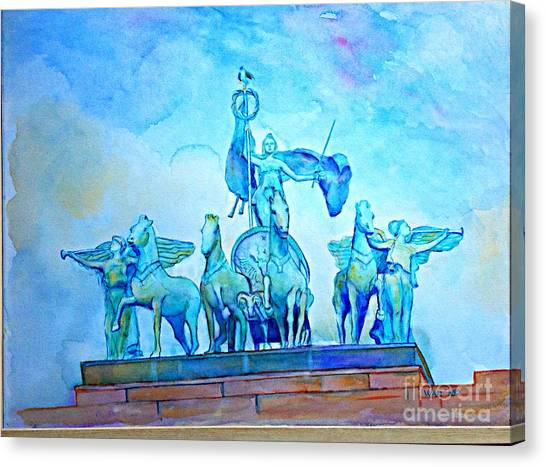 Quadriga Above The Arch At Grand Army Plaza Canvas Print