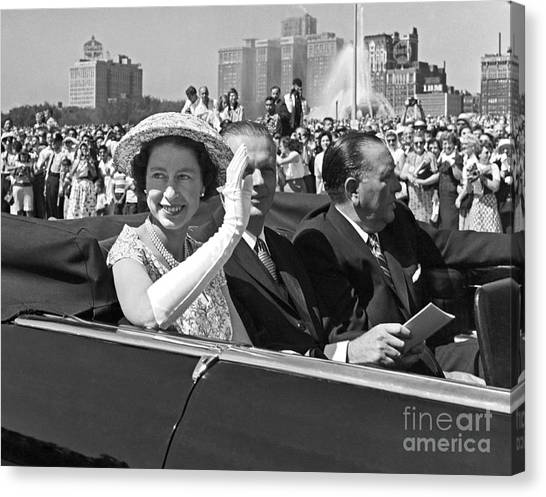 Queen Elizabeth In Chicago 1959 Canvas Print