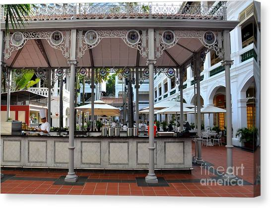 Raffles Hotel Courtyard Bar And Restaurant Singapore Canvas Print