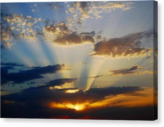 Rays At Sunset Canvas Print