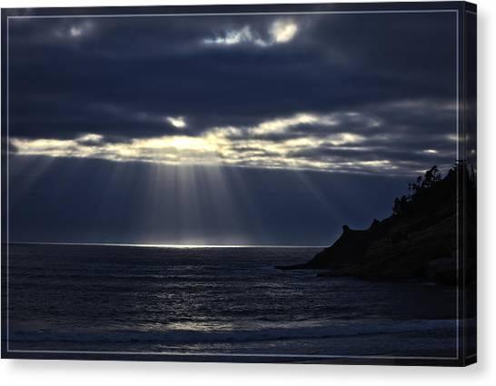 Rays Of Hope At Cape Kiwanda Oregon Canvas Print