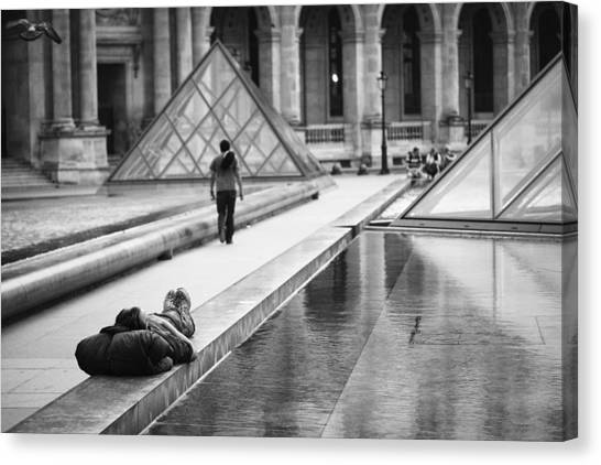 Canvas Print featuring the photograph Resting At The Louvre by Stefan Nielsen
